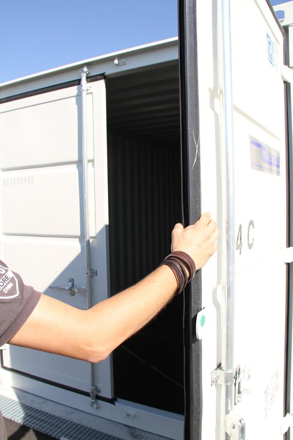 Pöck Container geöffnet